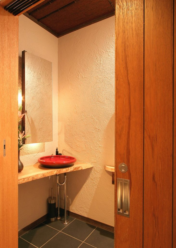 3枚引戸のトイレ