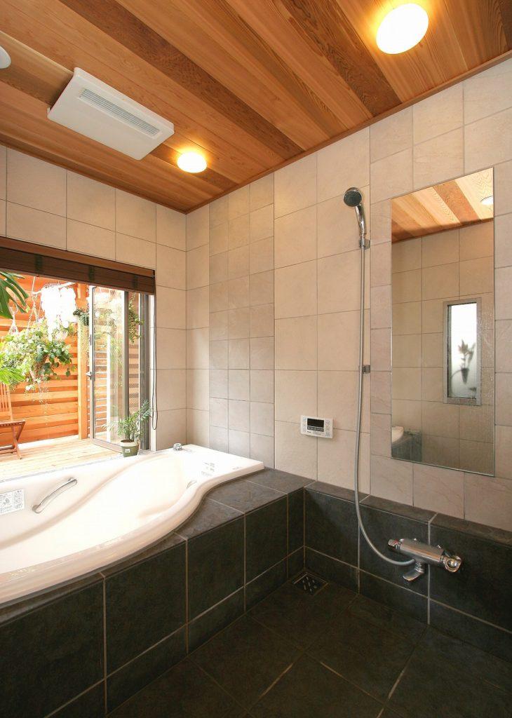 造り付けのバスルーム