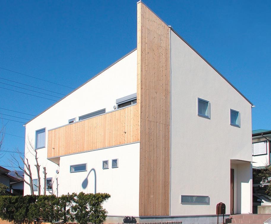 シャープな外観の新築住宅