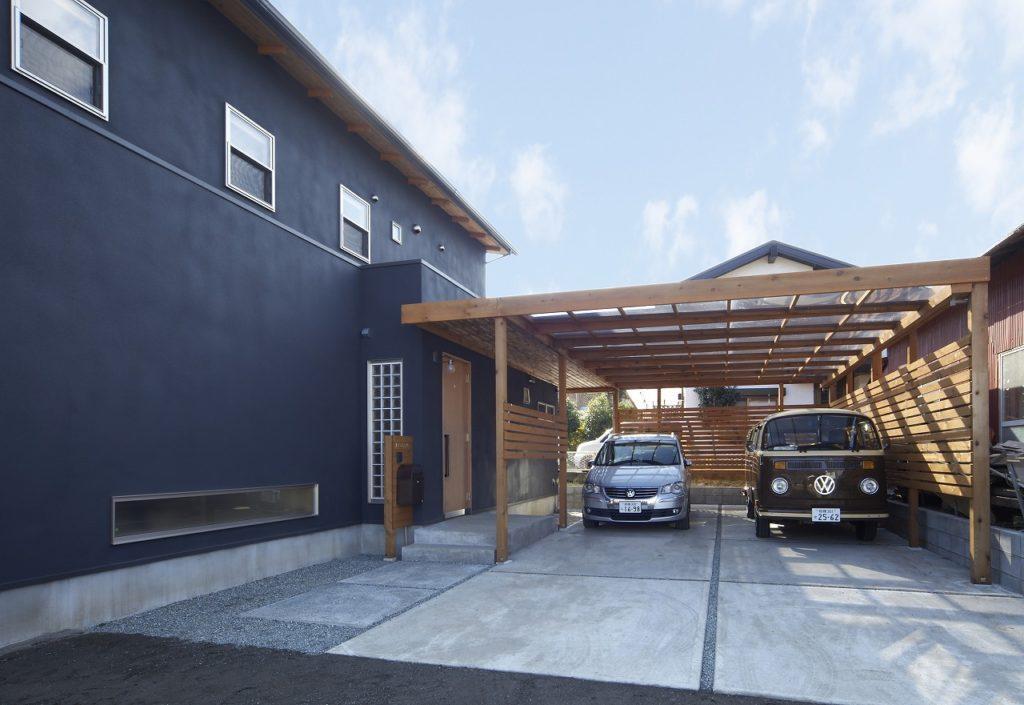 木製のガレージ