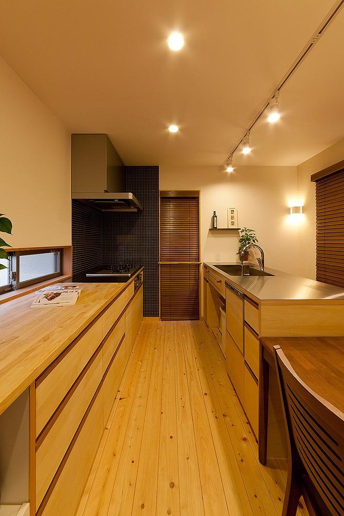 こだわりのキッチンは造作家具