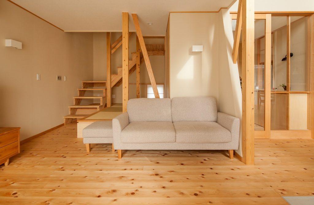 個室へ向かうリビング階段