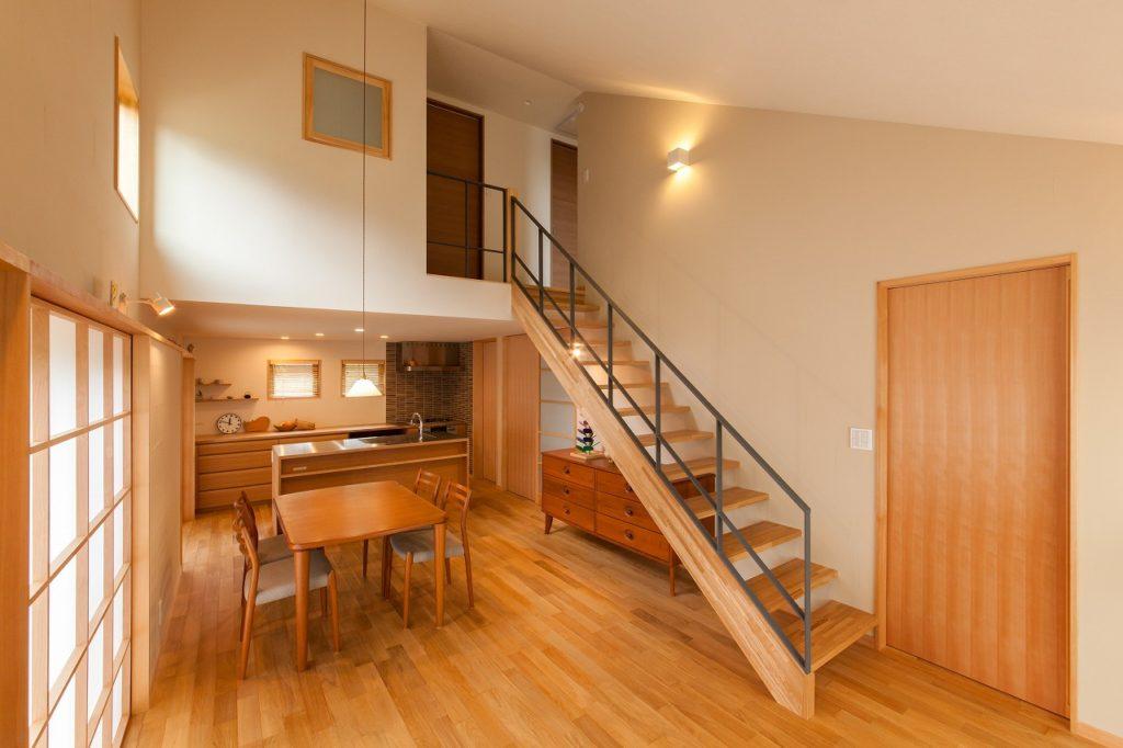 魅力的な1階勾配天井の住まい