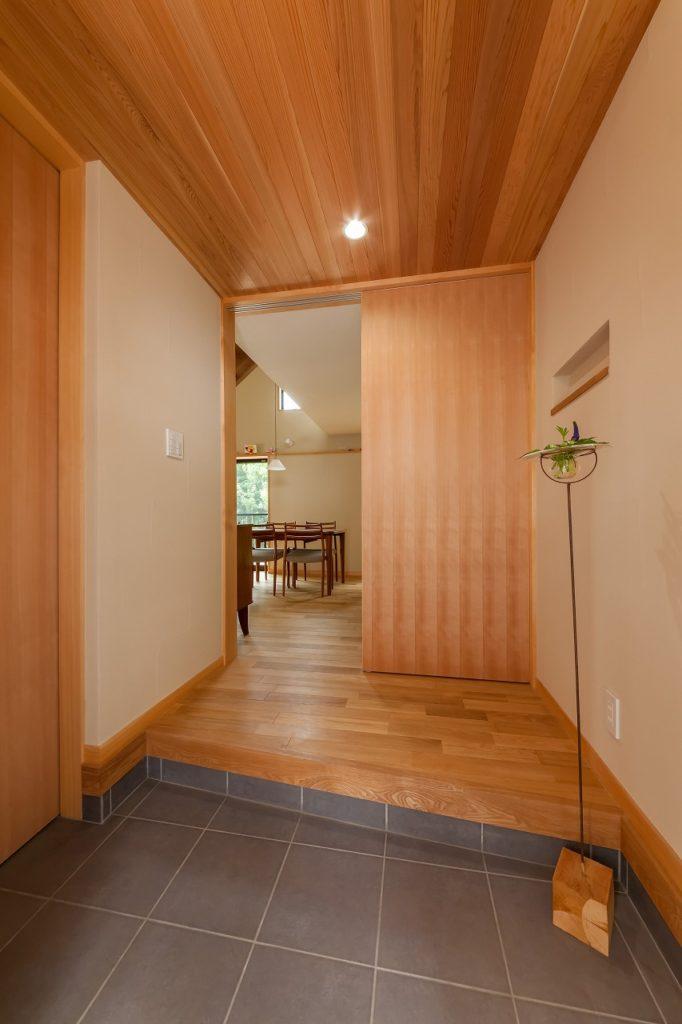 玄関はコンパクトな一坪サイズ