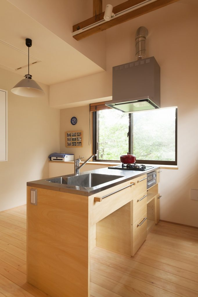 シンプルな造作キッチン。