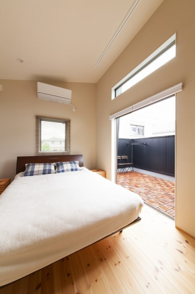 寝室に併設した大型のバルコニー。
