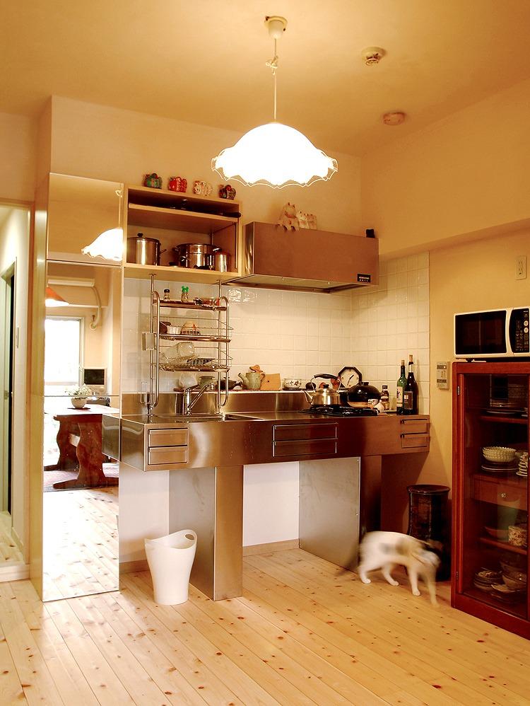 シャープなデザインのキッチン