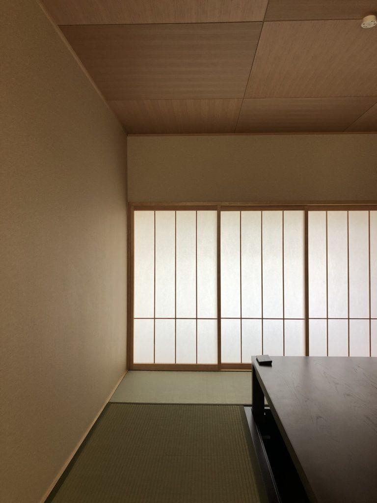 市松文様の天井