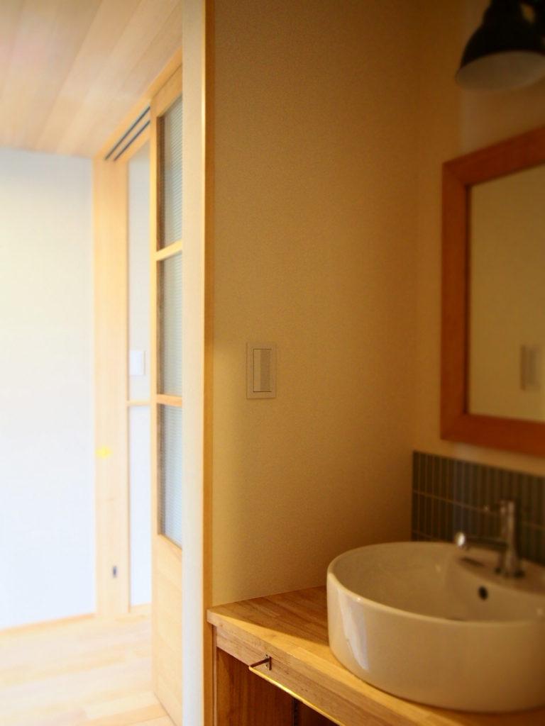 玄関からすぐ手洗い