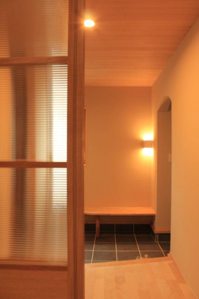 優しく迎える玄関