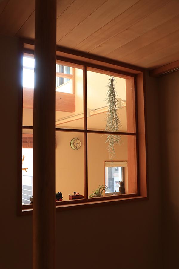 暮らしを楽しむ室内窓