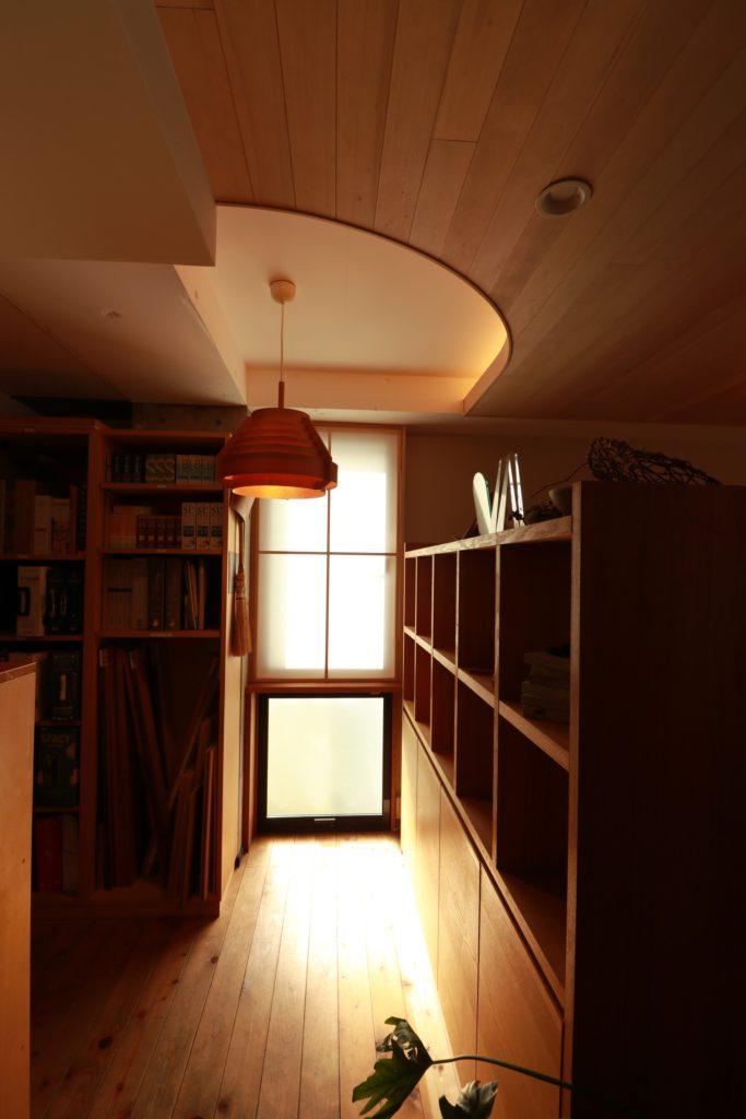 コーブ照明のある空間