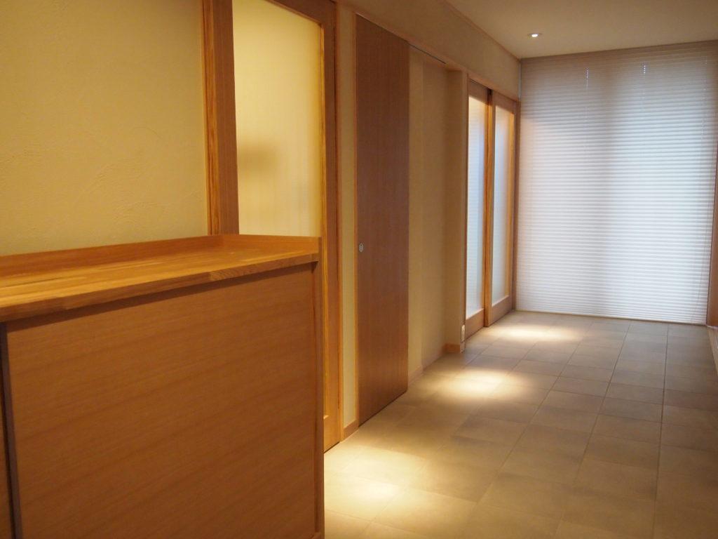 土間廊下の間接照明