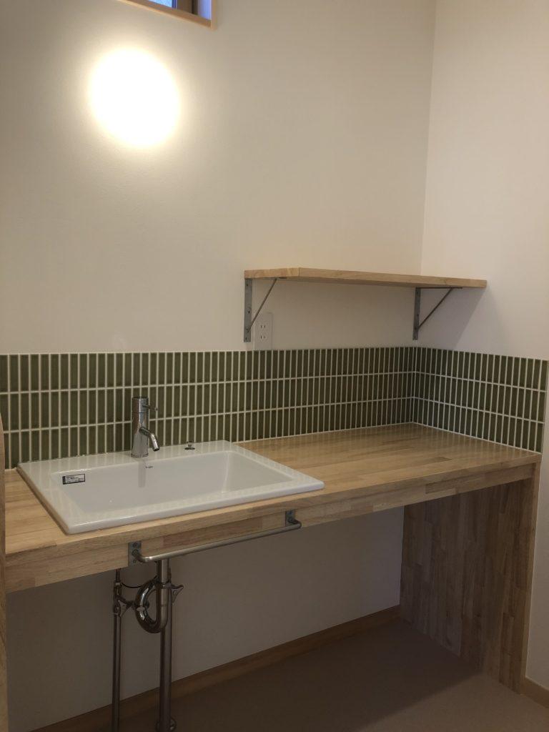 ラバーウッドのベーシックな洗面台