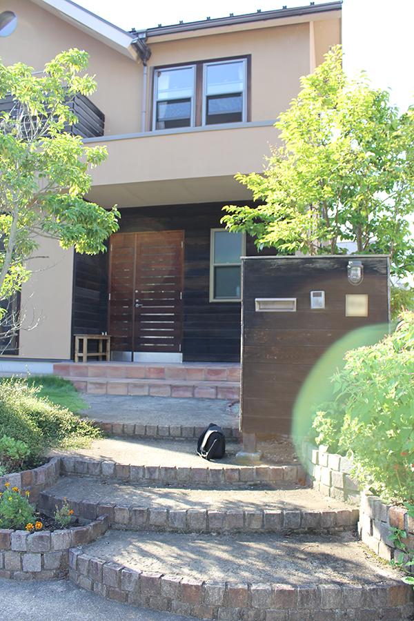 緑豊かな玄関アプローチ