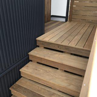 イペ材で造った外階段