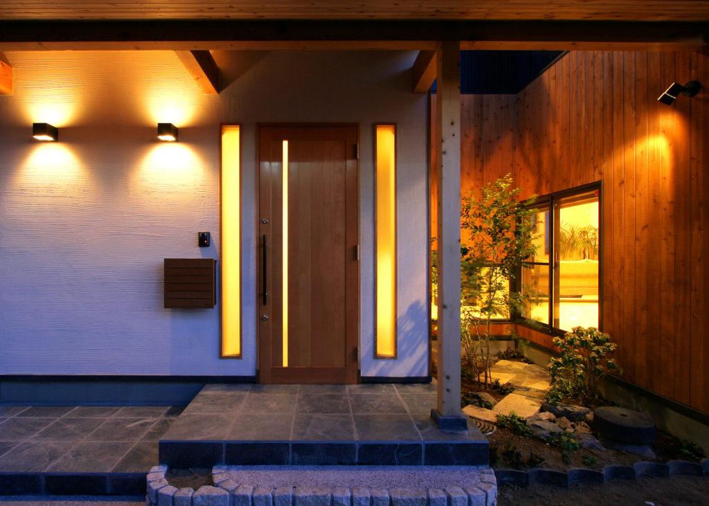 玄関横の坪庭