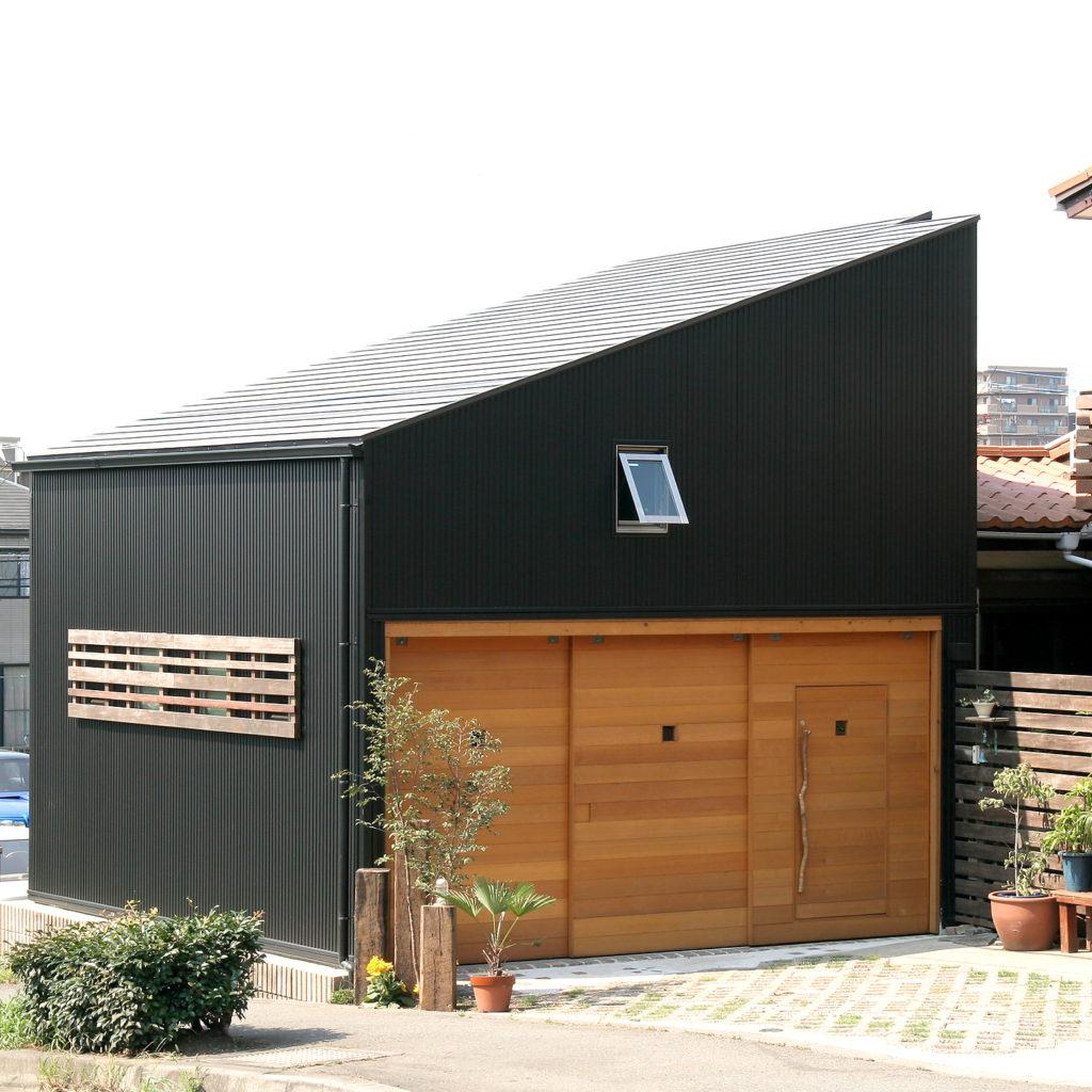 片流れ屋根のガレージ
