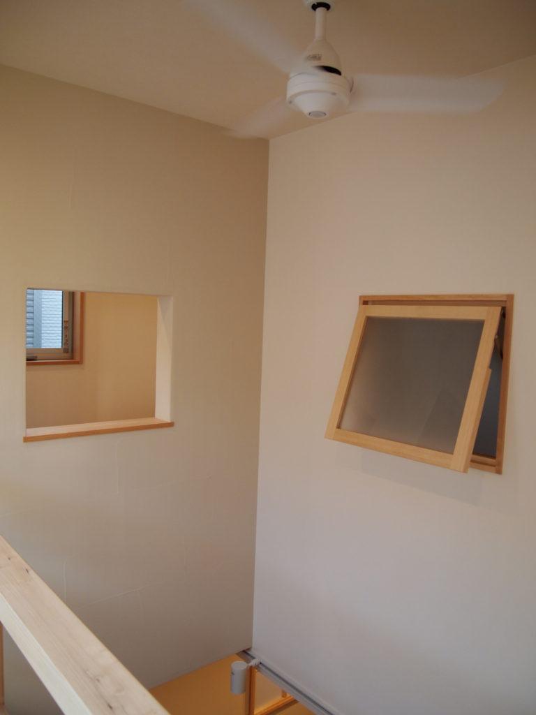 書斎の窓、寝室の窓