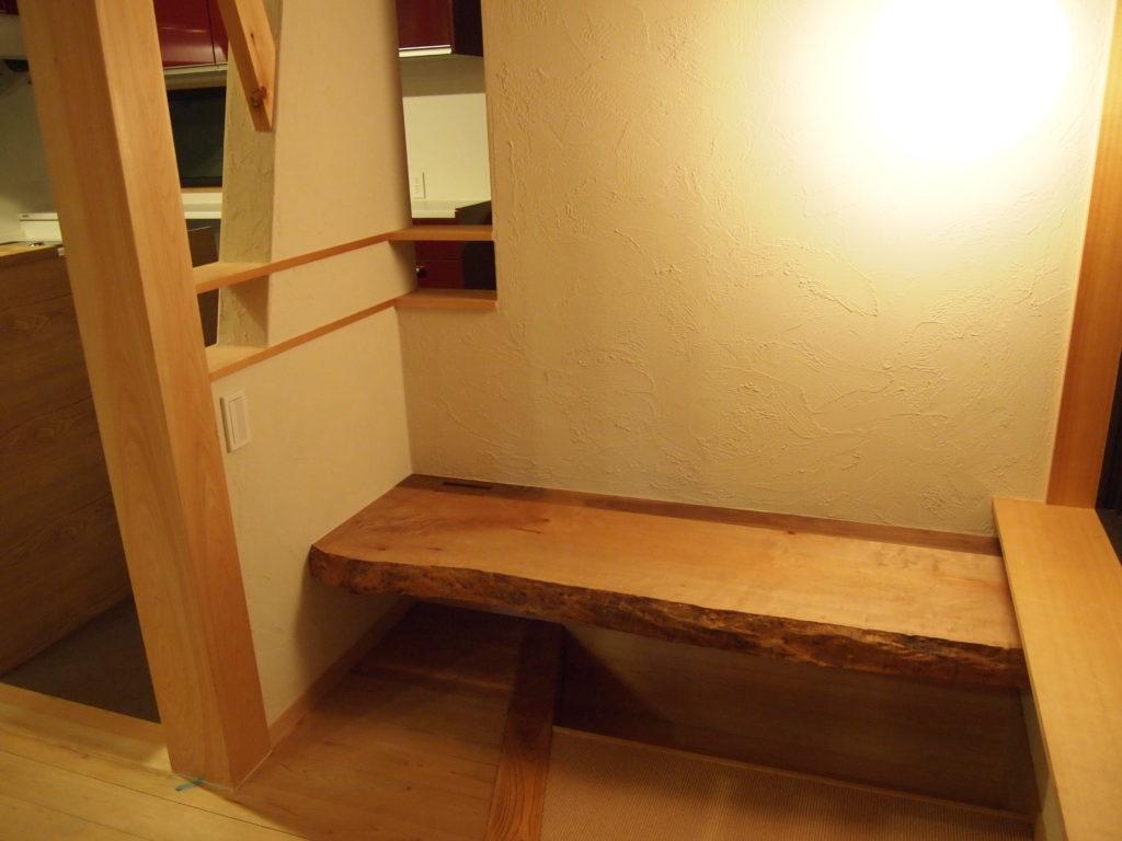 リビング横に天然木の机