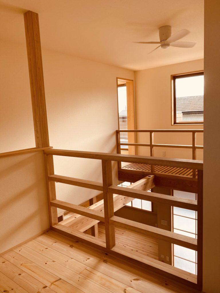 木を感じる階段ホール