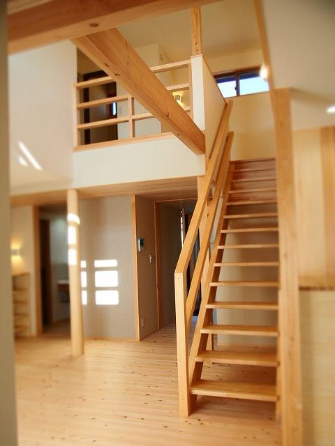 ちょうどいい抜け感を感じる階段ホール