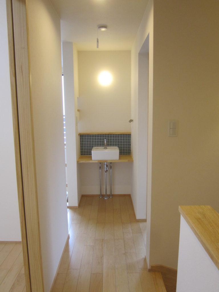 コンパクト手洗い事例 2Fホールの少しの空間に