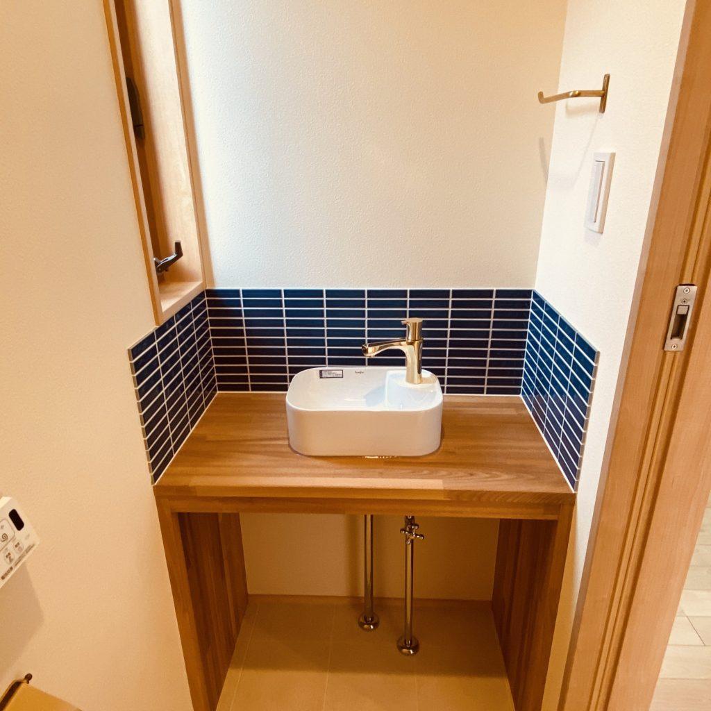 白と青の爽やかなかわいい手洗い