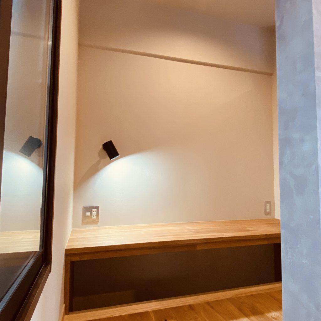 マンションリビングの一画に設けた書斎