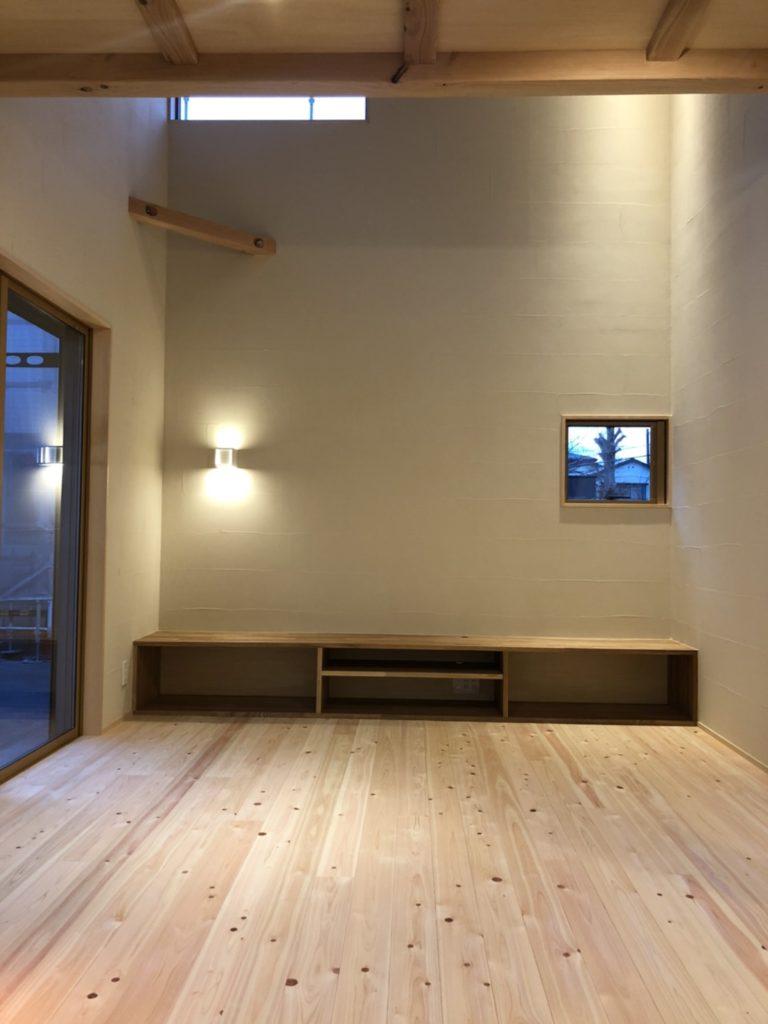 空間のバランスを考えた造作テレビボード
