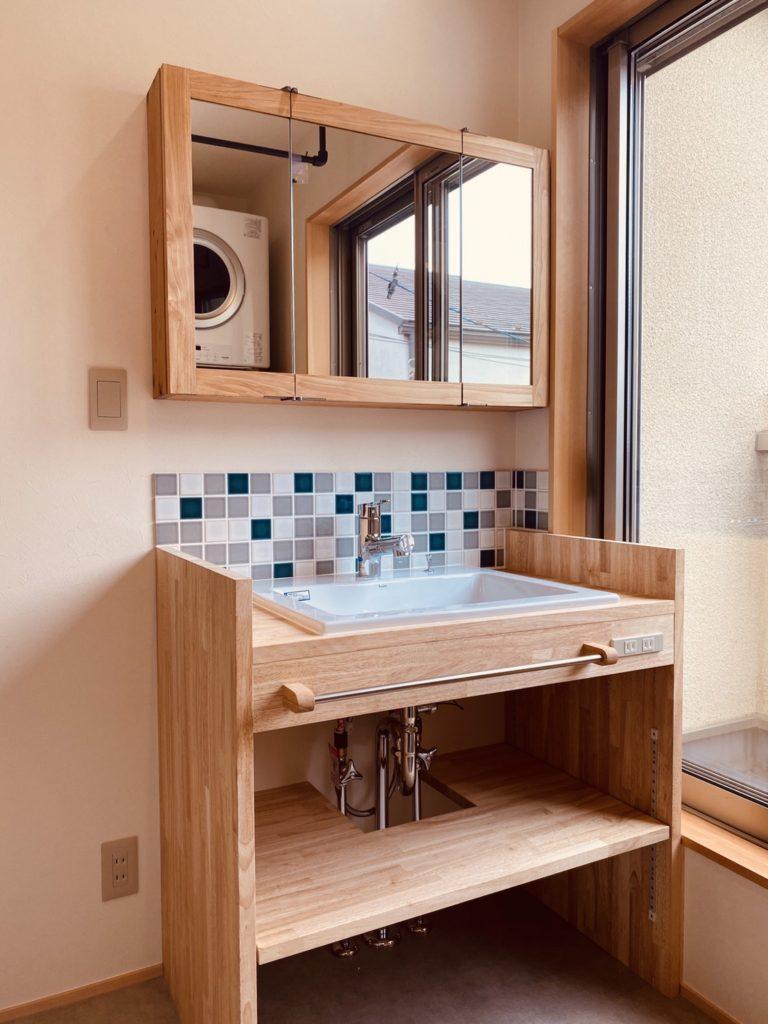 ランダムタイルの洗面台