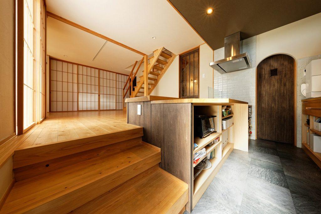 土間キッチンのある家。四季を添えて。